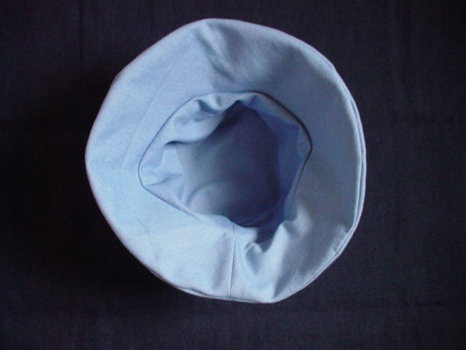 ハンドメイドのリバーシブル帽子