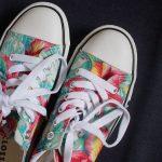 しまむらのトロピカルな花柄スニーカーは南国気分万点!