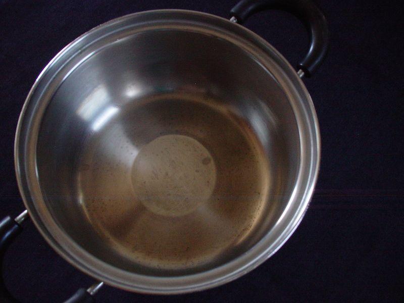 燻製用の古いお鍋